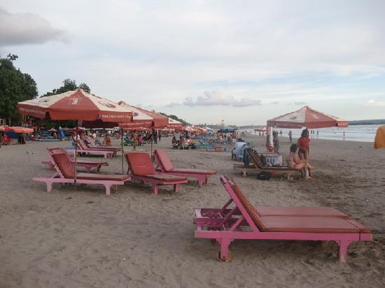 Legian Guest House: Legian Beach