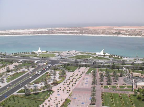Corniche Hotel Apartments: Ausblick auf die Corniche