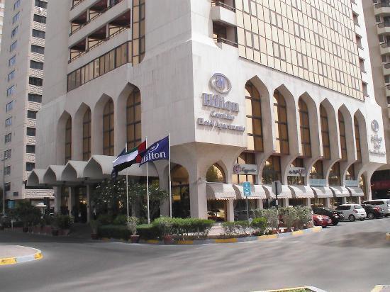 Corniche Hotel Apartments: Vor dem Hiton Hotel
