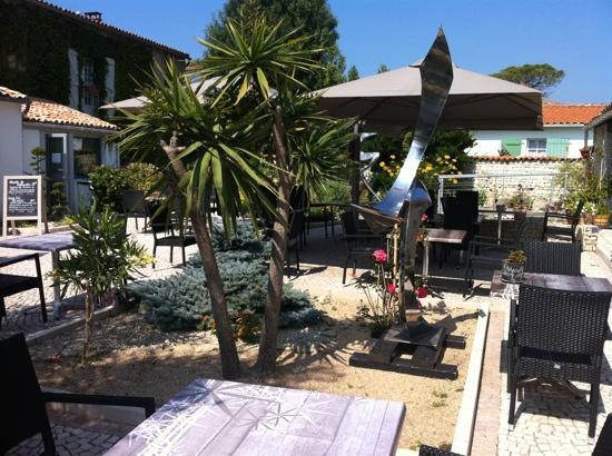 Hotel Le Peu Breton : un superbe patio
