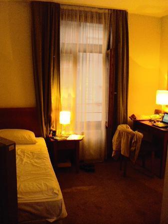 Casati Budapest Hotel: Single room overlooking the street
