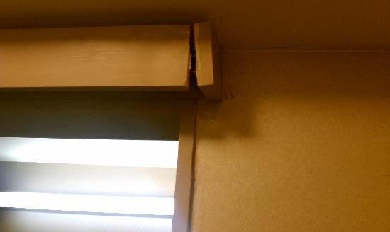 The Westin Governor Morris, Morristown: Nails sticking out of the bathroom doorway