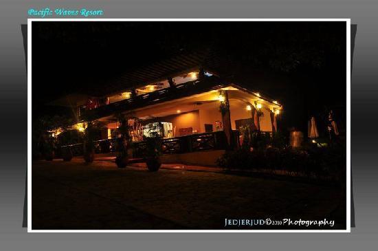 Pacific Waves Resort: Restaurant