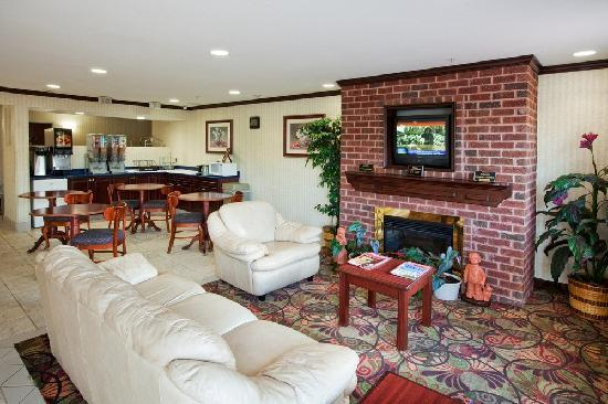 Country Hearth Inn Knightdale: Lobby and Breakfast Area