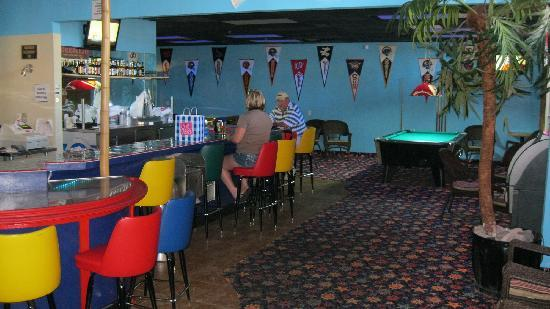 Bikini's Sports Bar: Pool tables in the game room