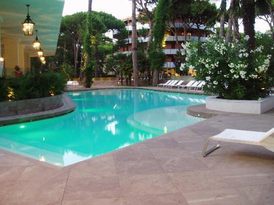 Esterno con piscina foto di hotel belvedere milano - Hotel con piscina milano ...