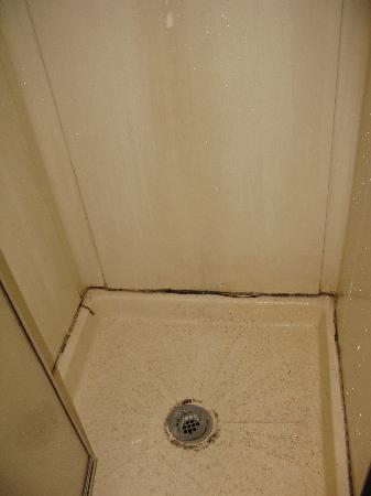Mountain View Motel & RV Park : shower interior