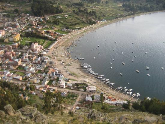 Copacabana, Boliwia: vista del pueblo desde el santuario
