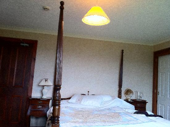 Kinkell House Hotel : our four poster room