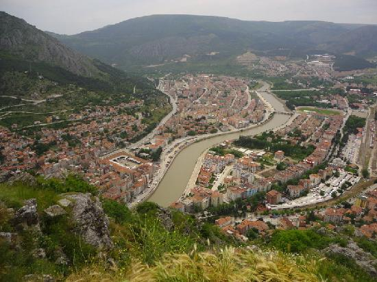 Amasya, Turcja: view of the town below