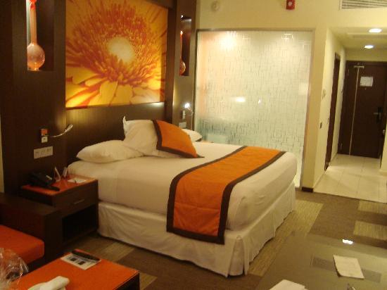 Hotel Riu Plaza Panama: Hotel Room.