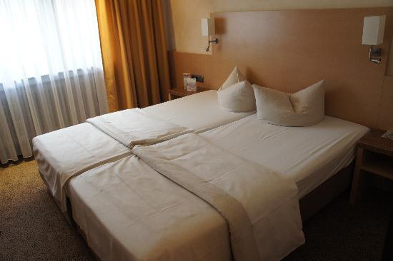 City Hotel Ost am Kö: ホテルは清潔でシンプル