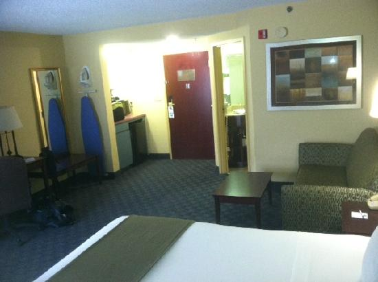 BEST WESTERN Eagles Inn: Lareg living area - could me mini suite