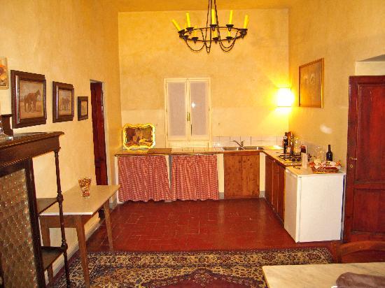 Palazzo Magnani Feroni: kitchen of our suite
