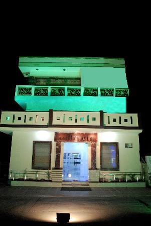 Hotel Mumtaz Inn : front view