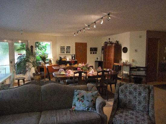 Wisteria Guest House: Dining area