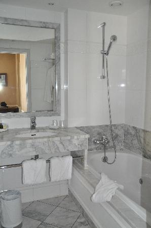 Hotel le Lavoisier : Badezimmer