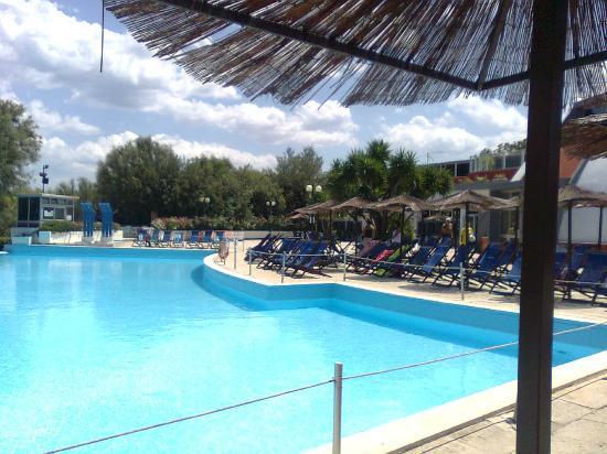 Villaggio MareNeve Torre Cintola : La piscina
