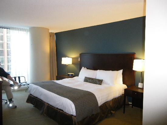 Auberge Vancouver Hotel: Bedroom