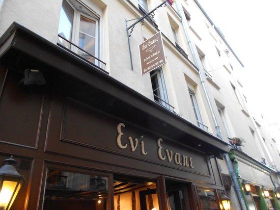 Evi Evane: Insegna ristorante
