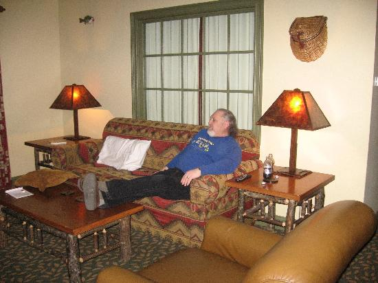 Ridgedale, MO: Living room of our suite