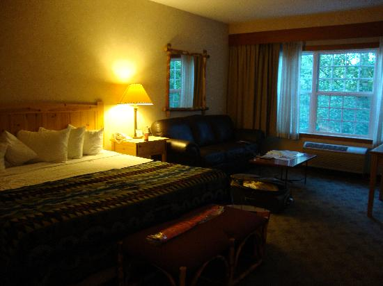 Heathman Lodge: King room - very nice.