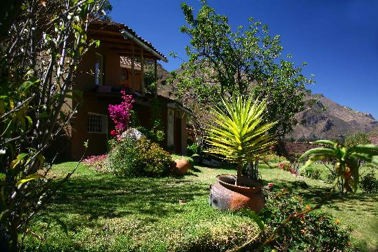 La Casa Del Conde : view from the mainhouse and garden