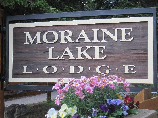 Moraine Lake Lodge: Sign
