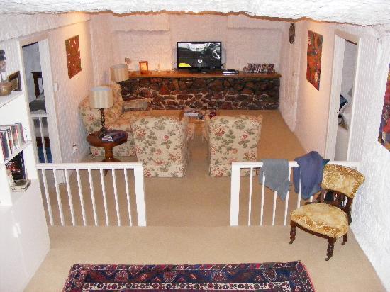 Underground Bed & Breakfast: Living Room