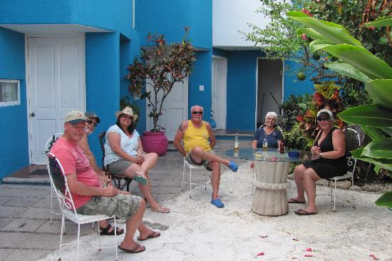 Villas Las Anclas: The courtyard is a great place to relax, read or have conversations with other guests.