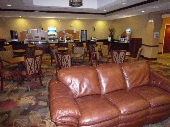 Holiday Inn Express & Suites Helena: Breakfat Room