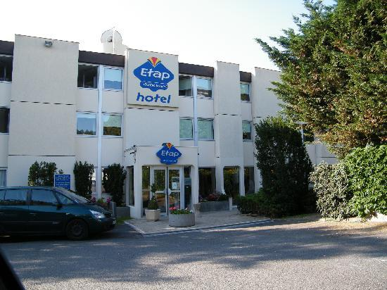 Ibis Budget Fontainebleau Avon : Outside of the hotel