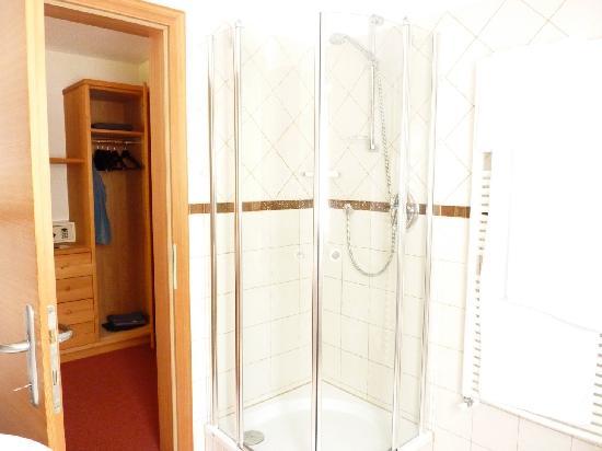 Weiberhimml: Bathroom