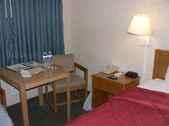 Quality Inn Durango: Small table & chairs