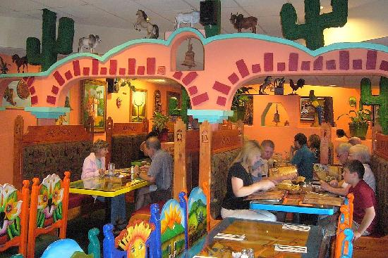 Quality Inn Durango: Fiesta Mexicana bright decor