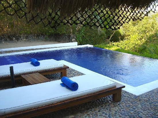Agua Bed & Breakfast - Baru Island: Private Pool & beds