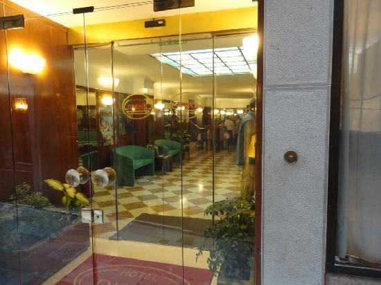 Hotel Diana: Lobby