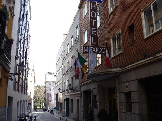 Mexico: ホテル正面