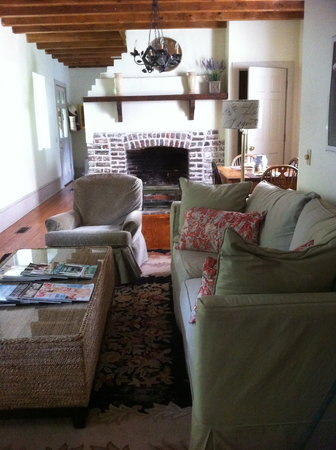 Charlotte Street Cottage: Living area