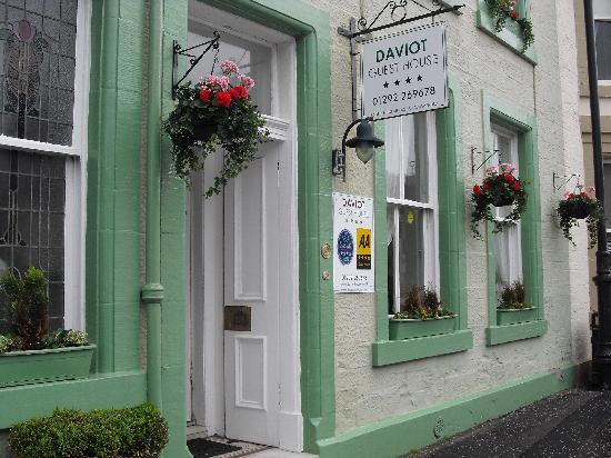 Daviot House: Front/Main Entrance