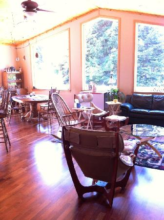 Glacier Creek Lodge: living area, love the wood floors