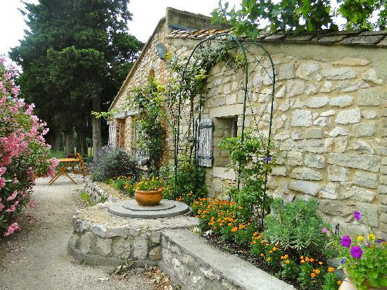 Le Mas des Vertes Rives: the small apartment