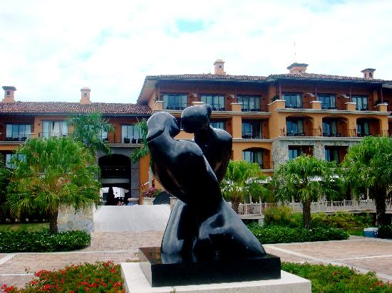 JW Marriott Panama Golf & Beach Resort: statue