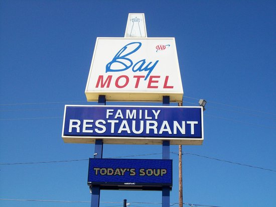 Bay Motel: sign