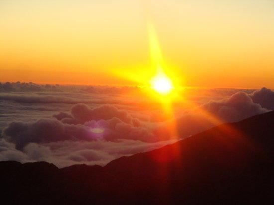 Paia, HI: Sunrise at the top