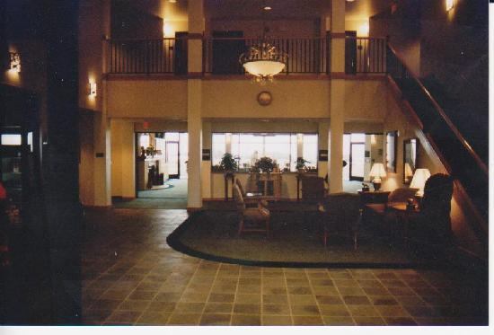 Oceanfront Lodge: Lobby & great room over looking ocean
