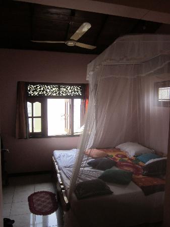 Fort Inn Guest House: petite chambre du haut. belle vue ,belle lumiere et tres aérée