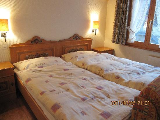 Hotel Hirschen: ツインベッド