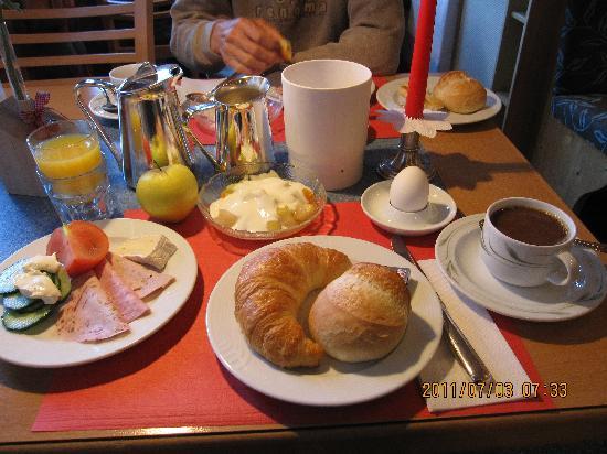 Hotel Hirschen: ある日のお朝食