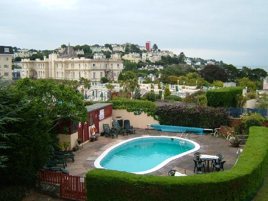 Nethway Hotel: photo of swimming pool from balcony